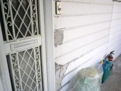 玄関先外壁のひどい劣化